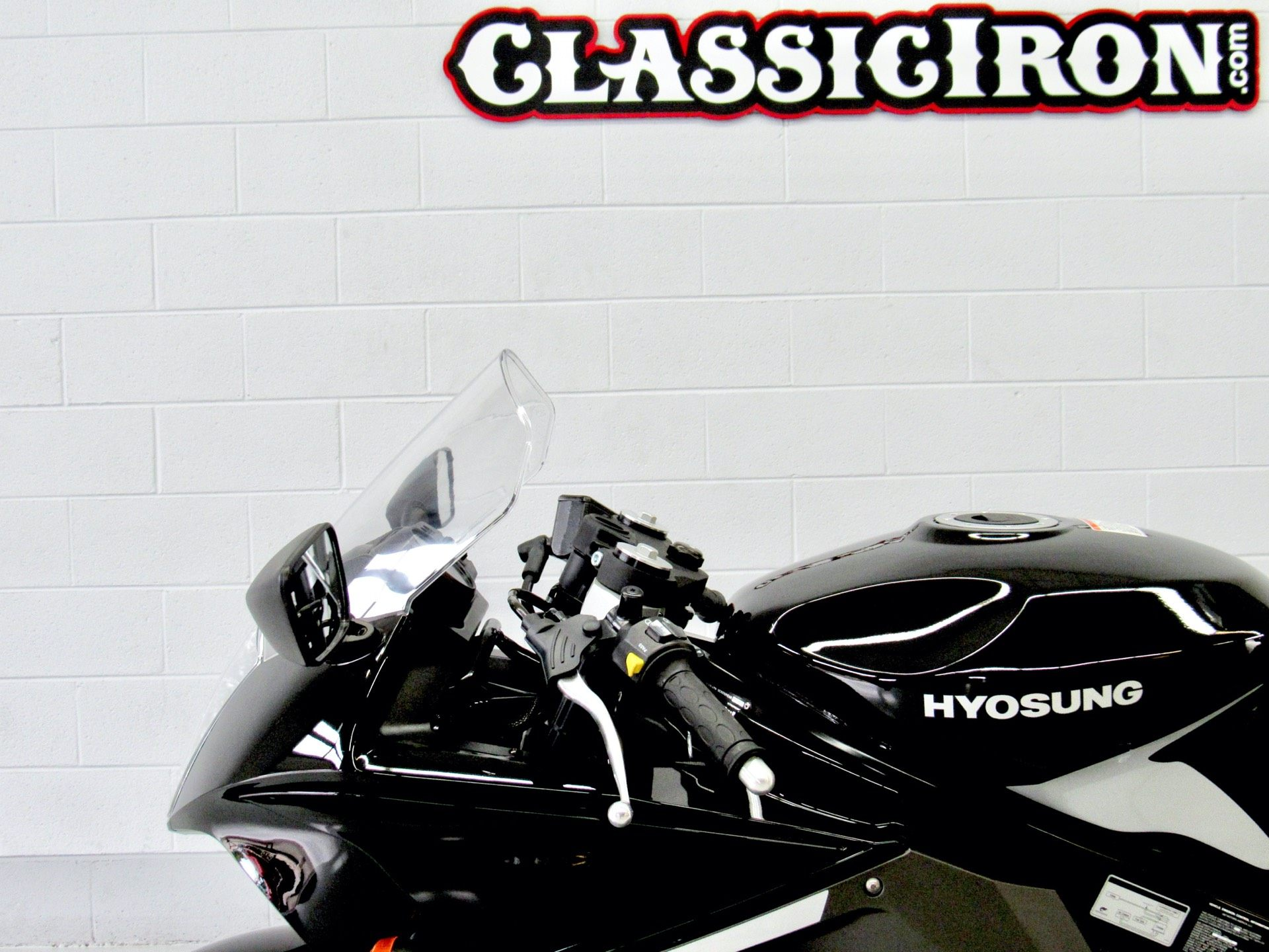 2015 Hyosung GT250R in Fredericksburg, Virginia - Photo 17