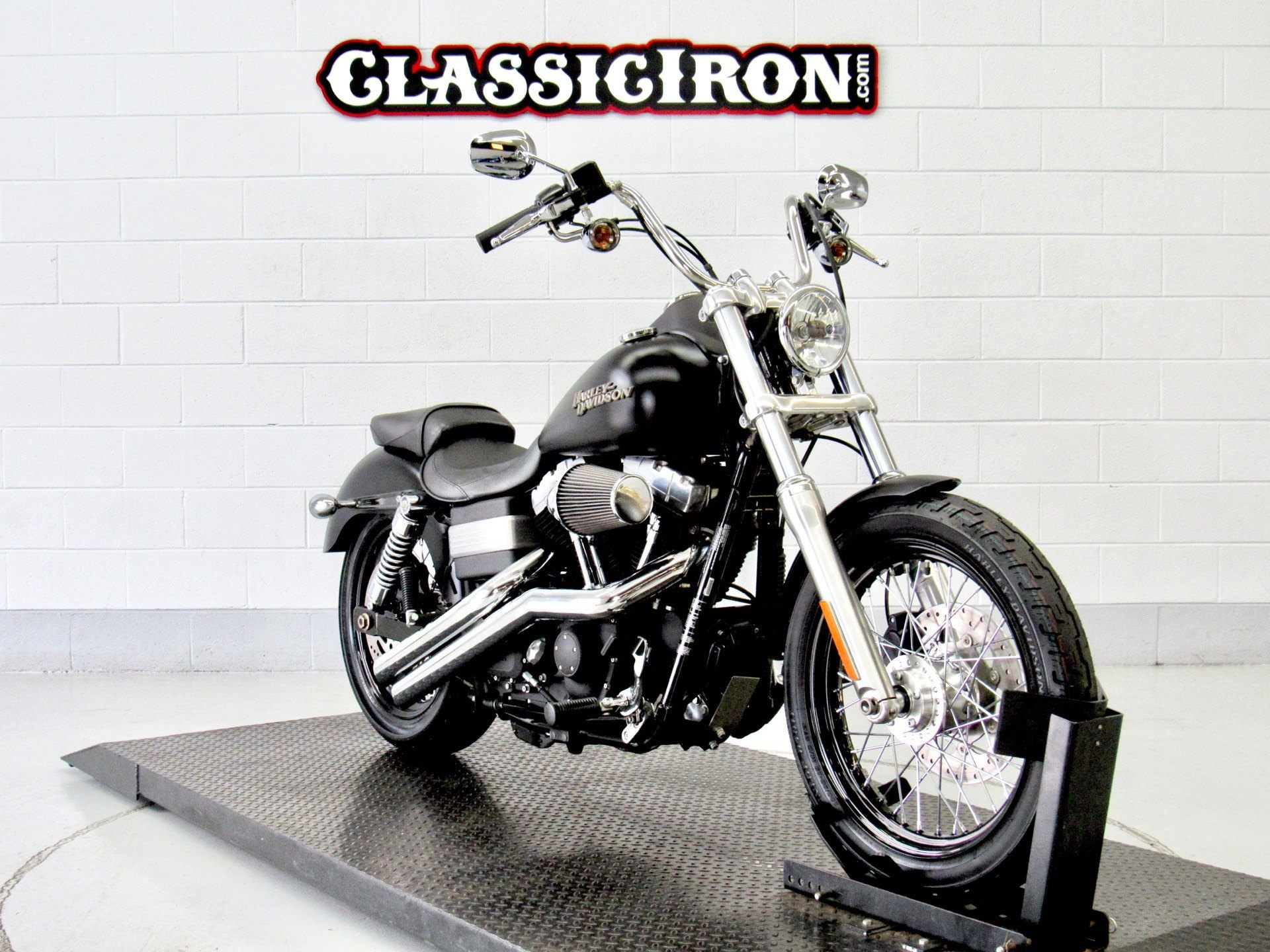 2011 Harley-Davidson Dyna® Street Bob® in Fredericksburg, Virginia - Photo 2