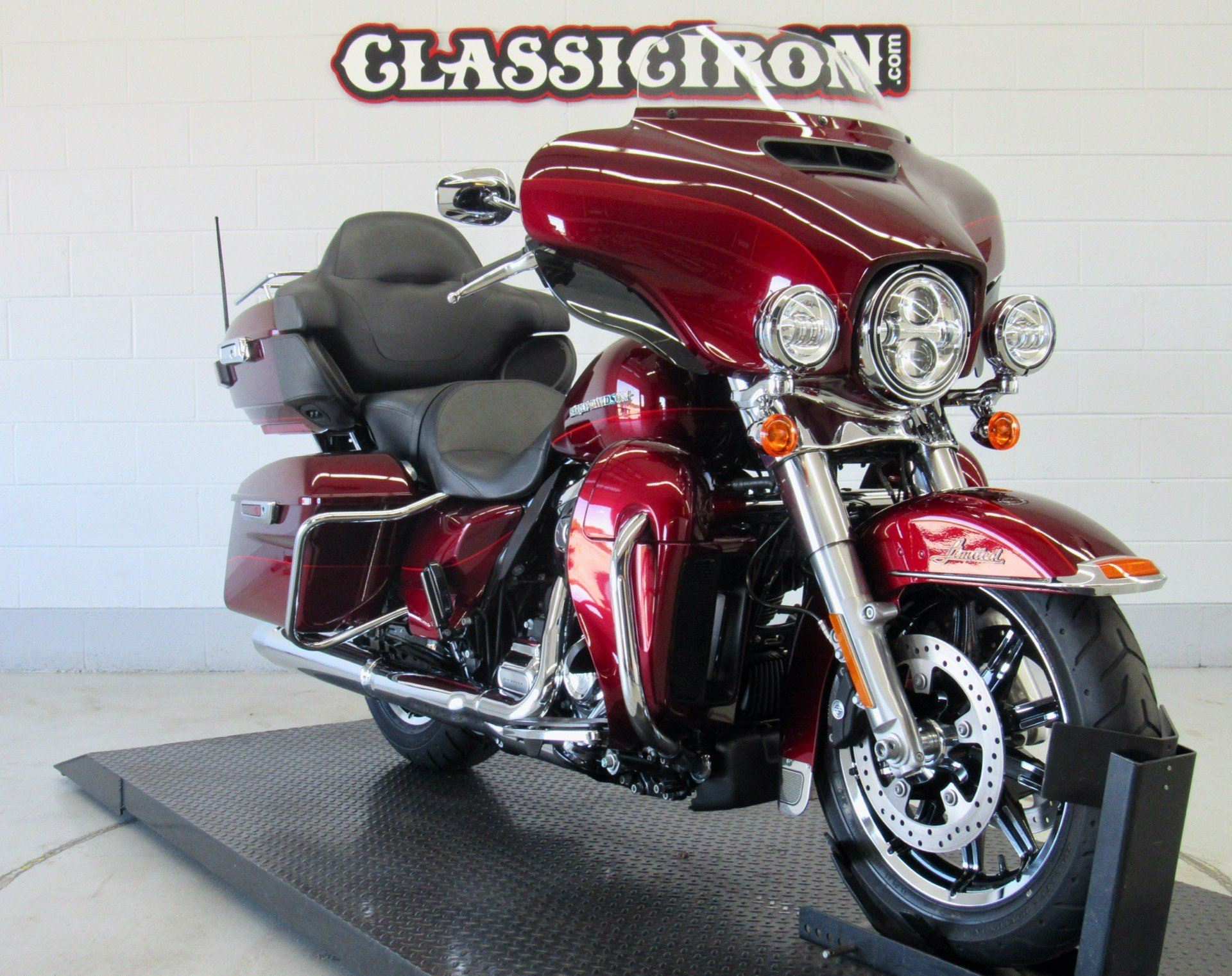 2017 Harley-Davidson Ultra Limited Low in Fredericksburg, Virginia - Photo 2