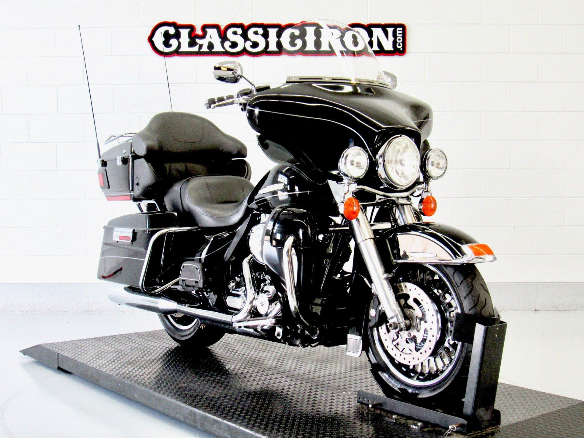 2011 Harley-Davidson Electra Glide® Ultra Limited in Fredericksburg, Virginia - Photo 2