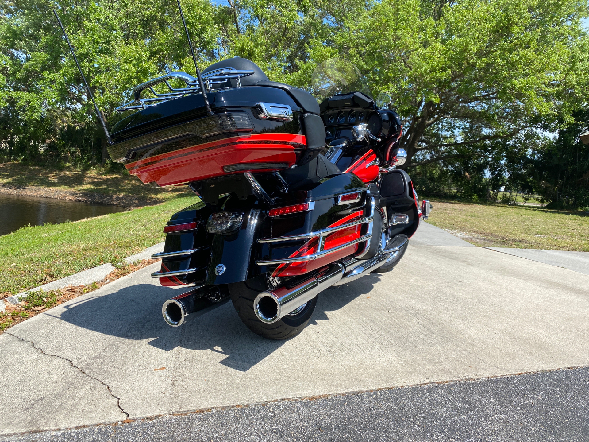 2016 Harley-Davidson CVO™ Limited in Sarasota, Florida - Photo 3
