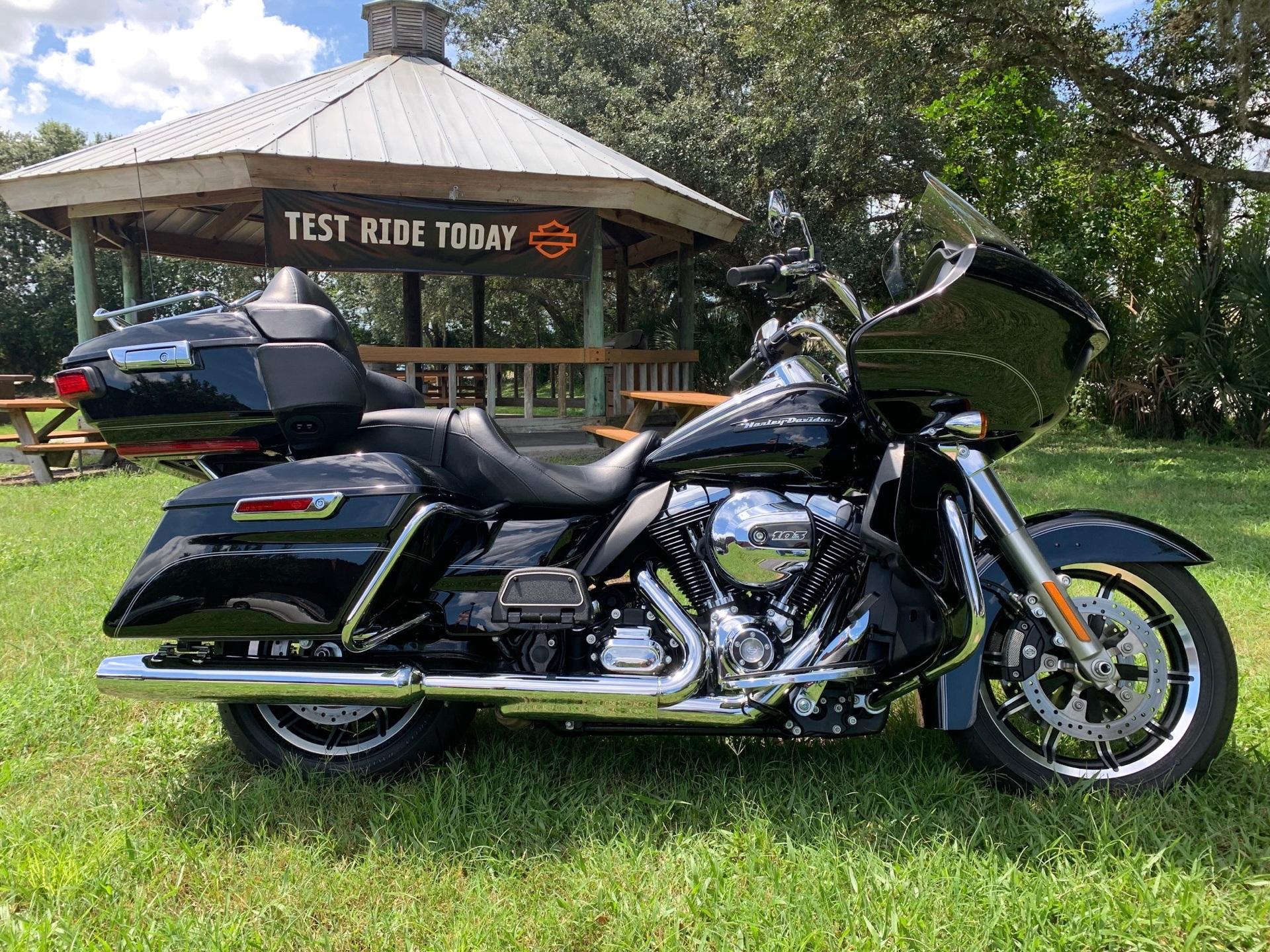 2016 Harley-Davidson Road Glide® Ultra in Sarasota, Florida