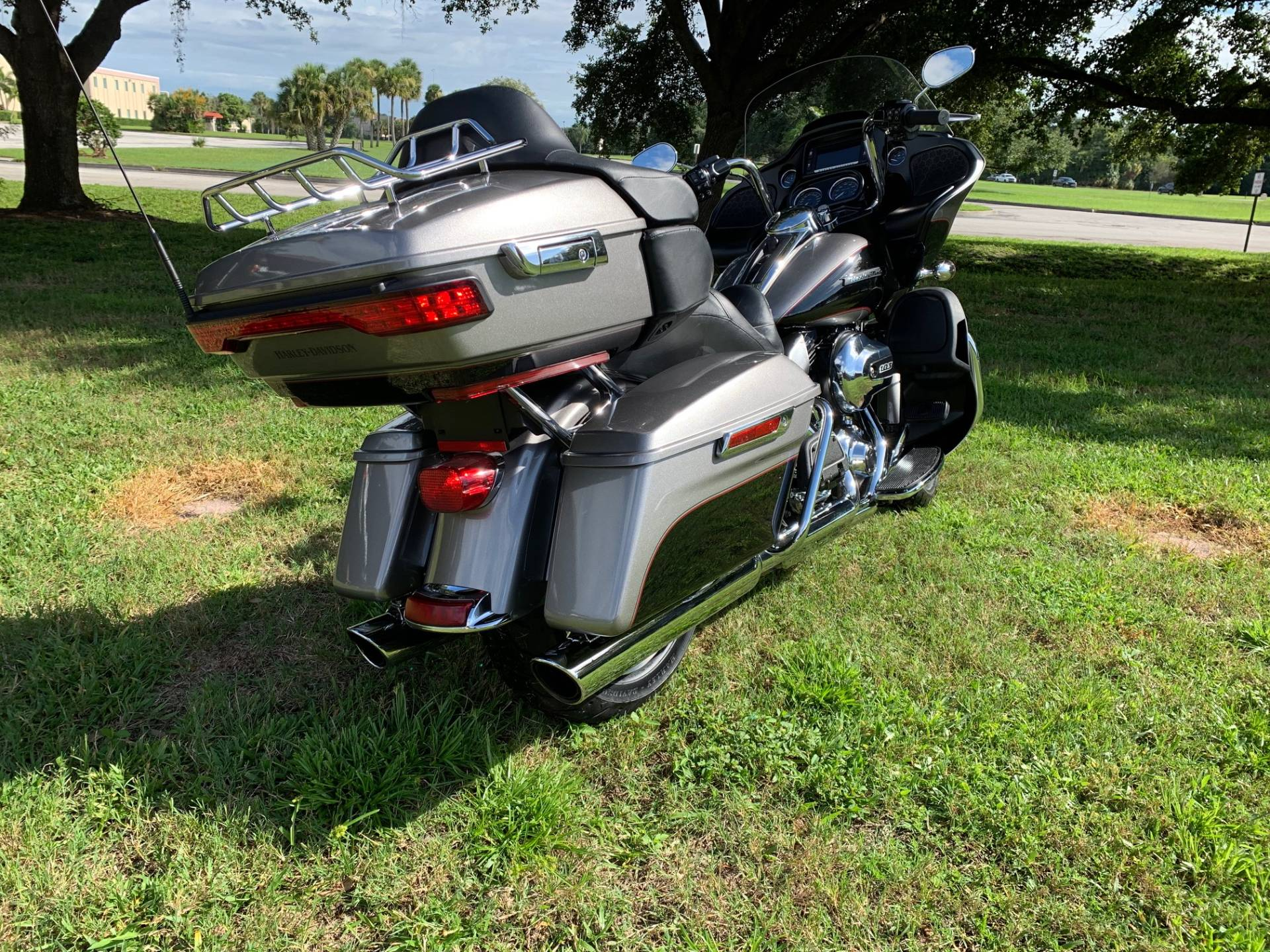 2016 Harley-Davidson Road Glide® Ultra in Sarasota, Florida - Photo 4