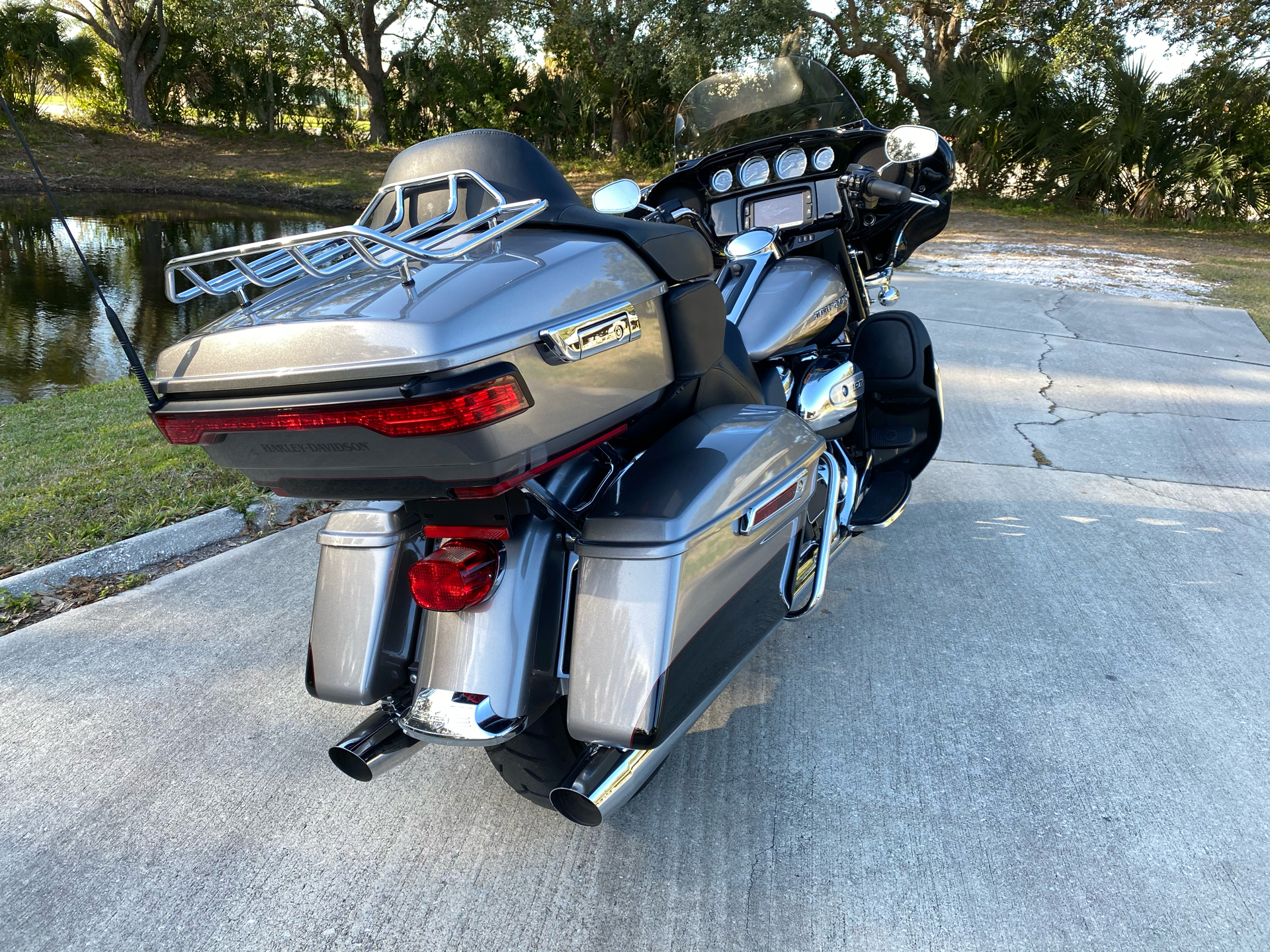 2017 Harley-Davidson Ultra Limited in Sarasota, Florida - Photo 3