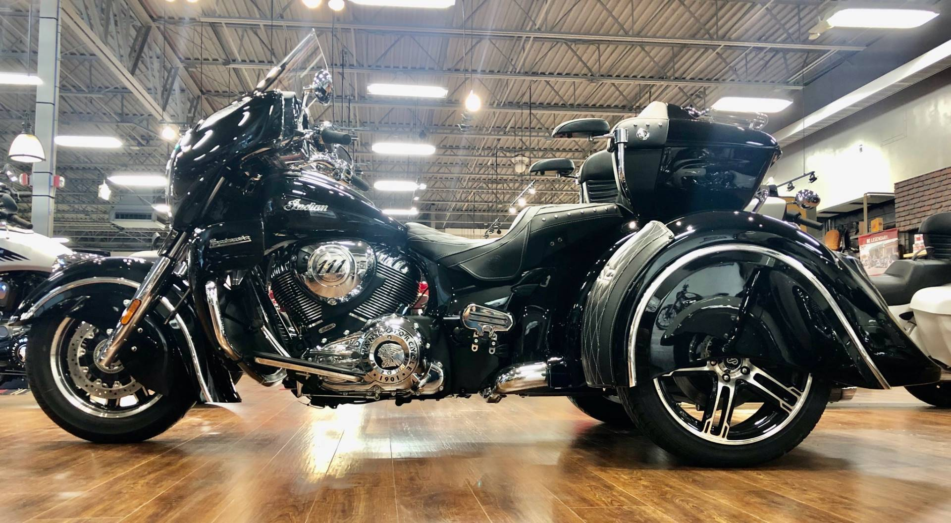 2018 Indian Roadmaster® ABS in Saint Clairsville, Ohio - Photo 2