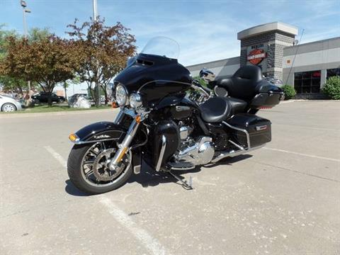 2016 Harley-Davidson Electra Glide® Ultra Classic® Low in Davenport, Iowa