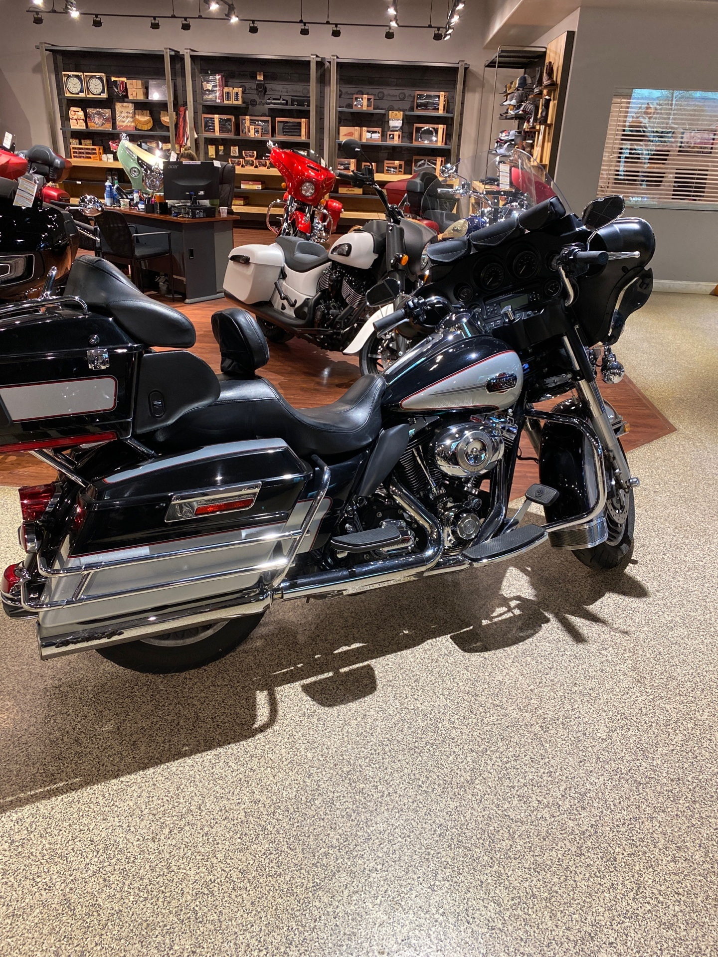 2010 Harley-Davidson CVO™ Ultra Classic® Electra Glide® in Dansville, New York - Photo 4