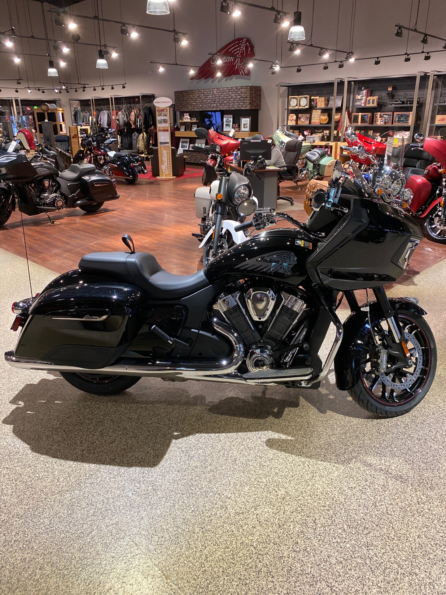 2020 Indian Challenger® Limited in Dansville, New York - Photo 2