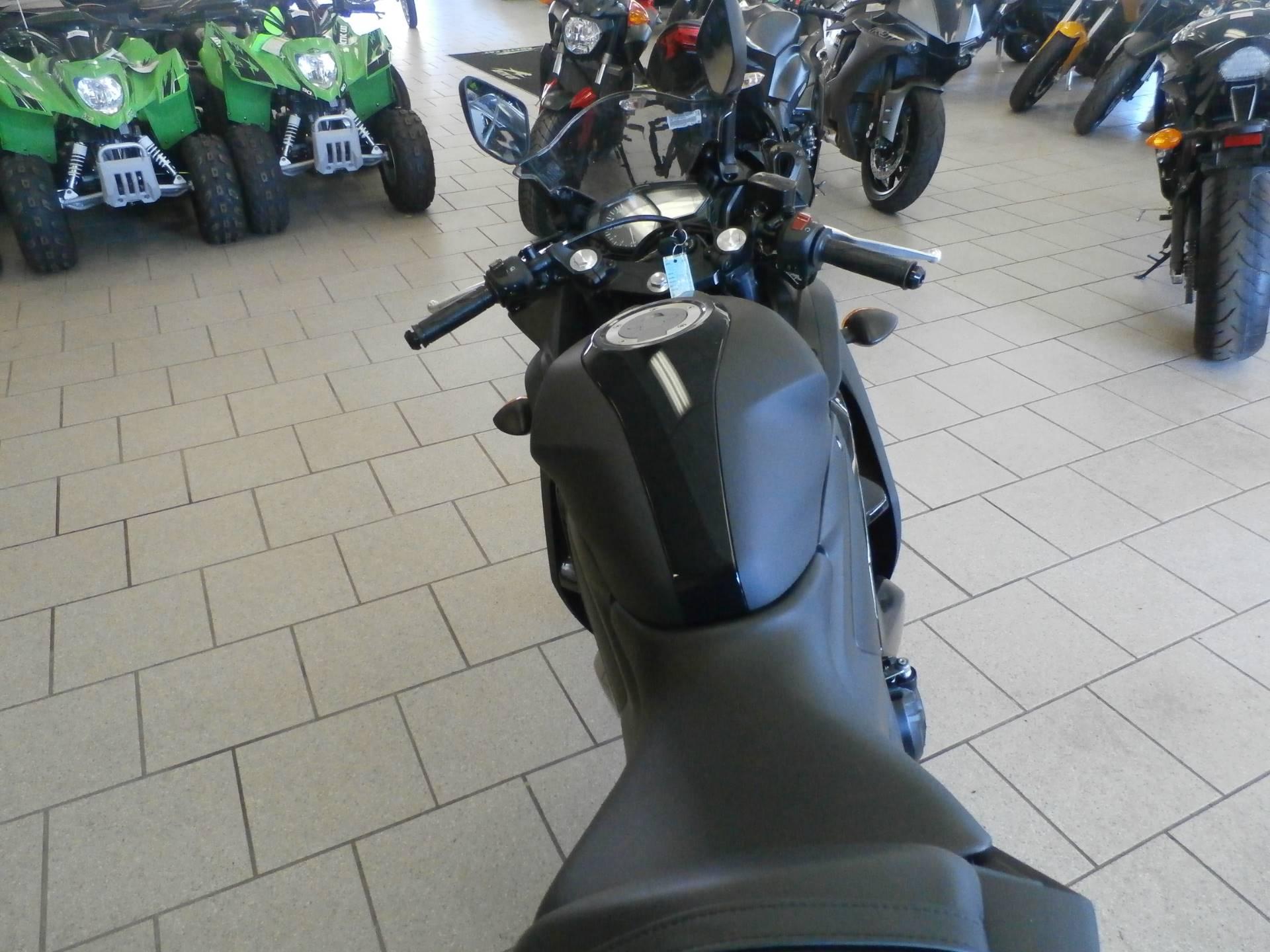 2017 Yamaha YZF-R3 5