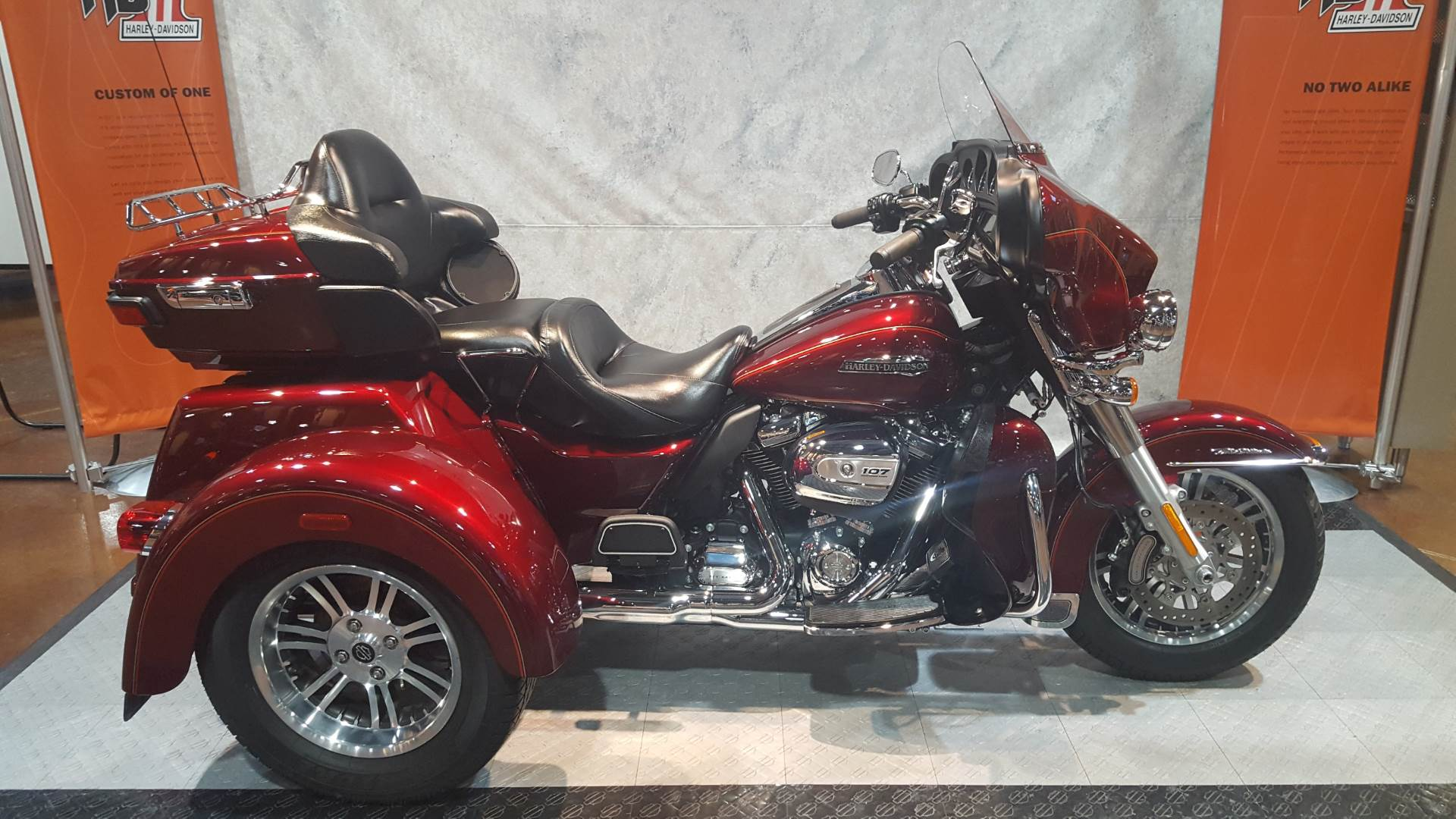 used 2017 harley davidson tri glide ultra trikes in rothschild wi u51788 mysterious red and. Black Bedroom Furniture Sets. Home Design Ideas