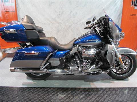 2017 Harley-Davidson Ultra Limited Low in Rothschild, Wisconsin