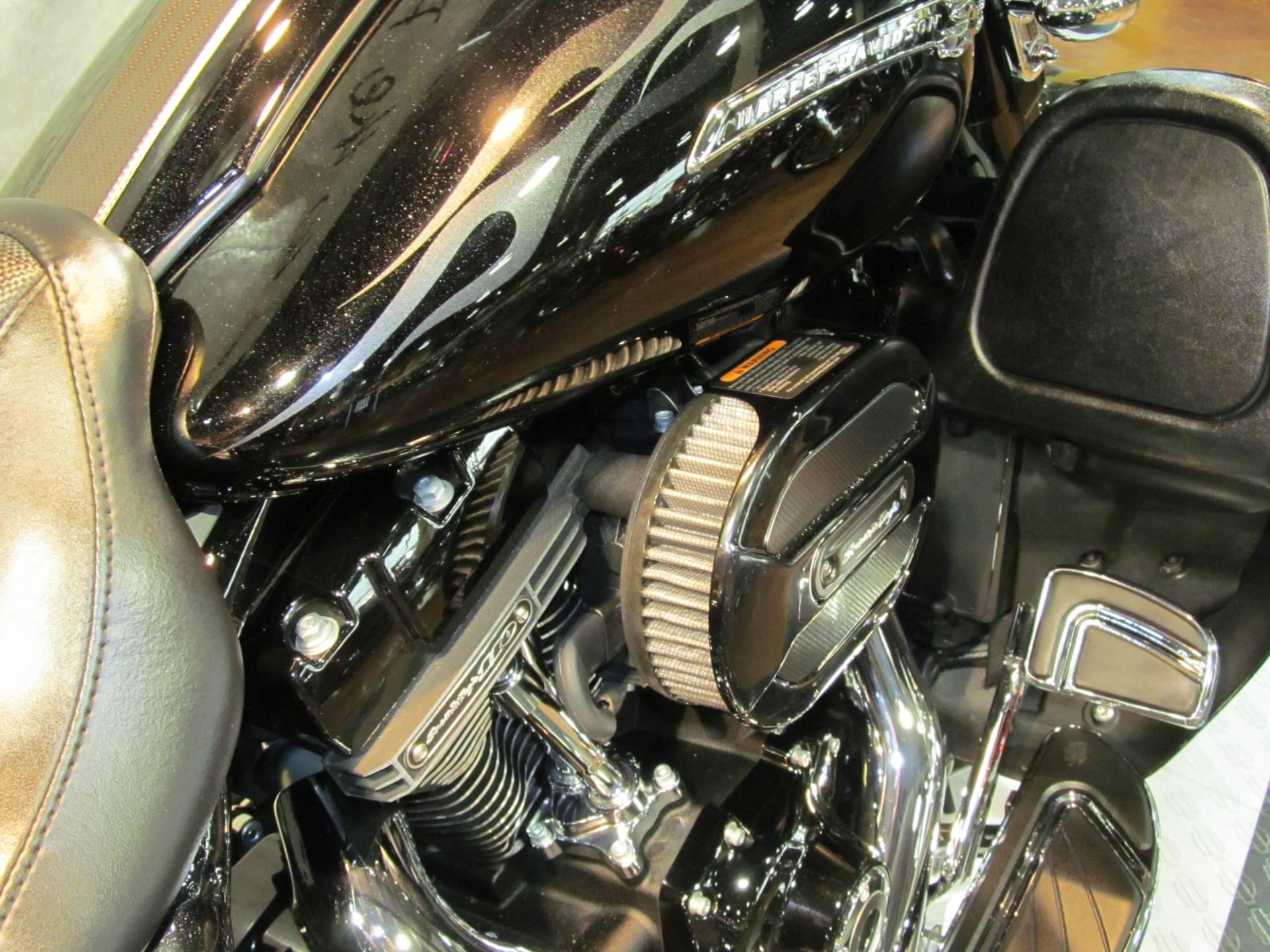 2016 Harley-Davidson CVO Street Glide in Rothschild, Wisconsin