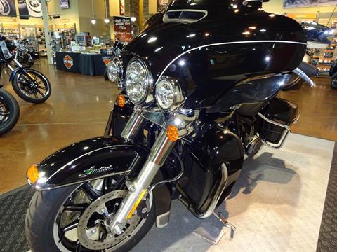 2017 Harley-Davidson Ultra Limited in Rothschild, Wisconsin