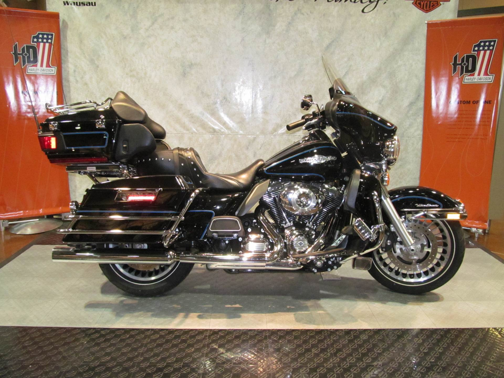 2013 Harley-Davidson Ultra Classic Shrine in Rothschild, Wisconsin