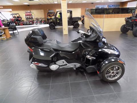 2010 Can-Am Spyder® RT-S SE5 in Chanute, Kansas