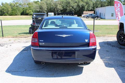 2005 Chrysler 300 C in Chanute, Kansas - Photo 3