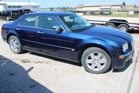 2005 Chrysler 300 C in Chanute, Kansas - Photo 2