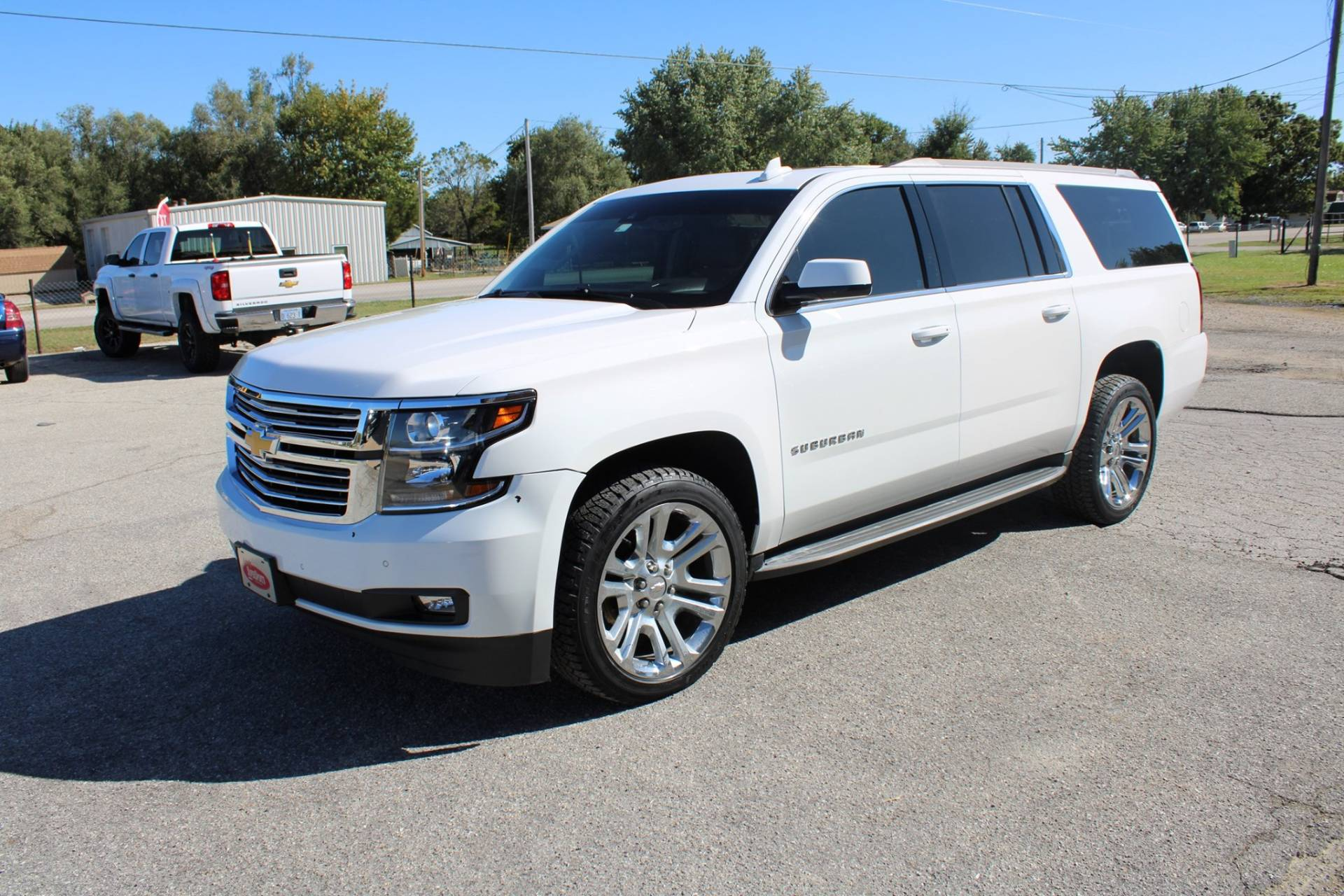 2015 Chevrolet SUBURBAN in Chanute, Kansas - Photo 2
