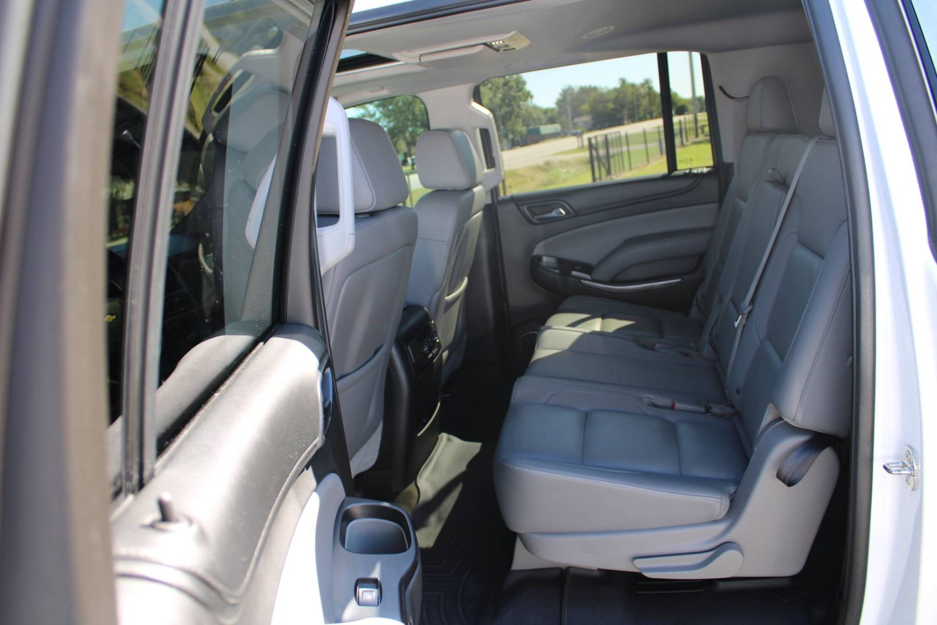 2015 Chevrolet SUBURBAN in Chanute, Kansas - Photo 16