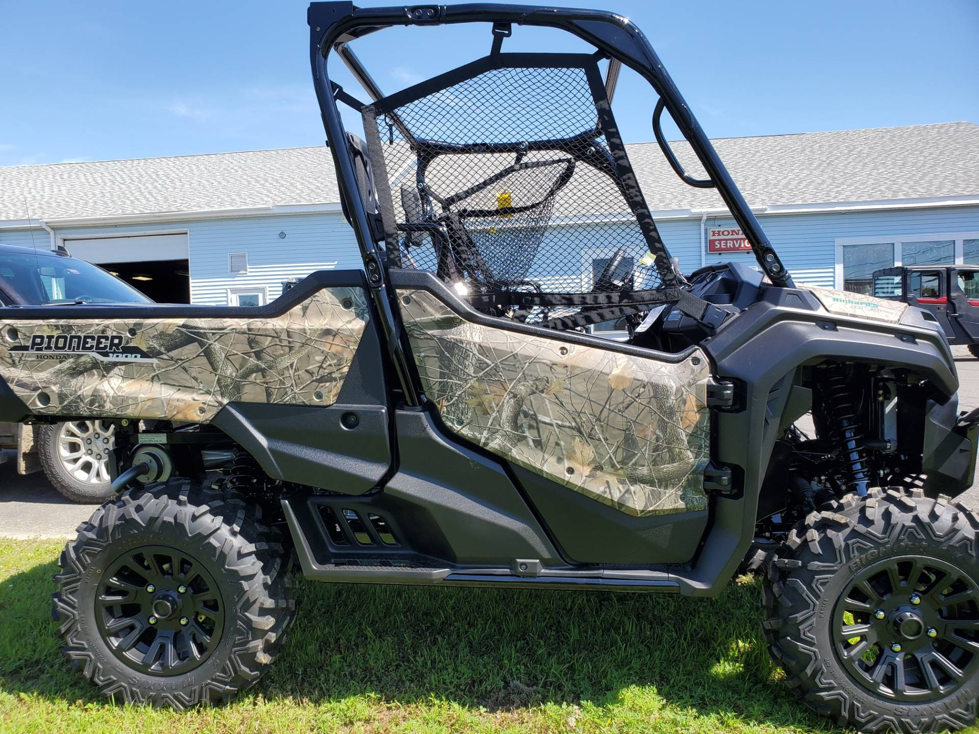2020 Honda Pioneer 1000 Deluxe in Lincoln, Maine - Photo 3