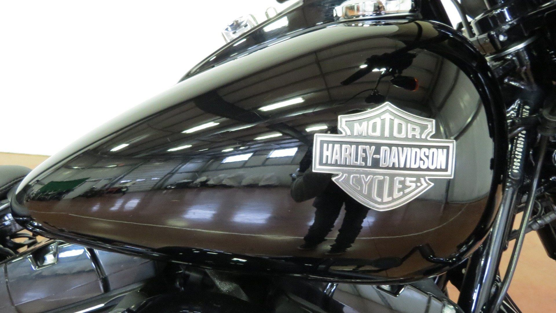 2016 Harley-Davidson Softail Slim® S in Sunbury, Ohio - Photo 2
