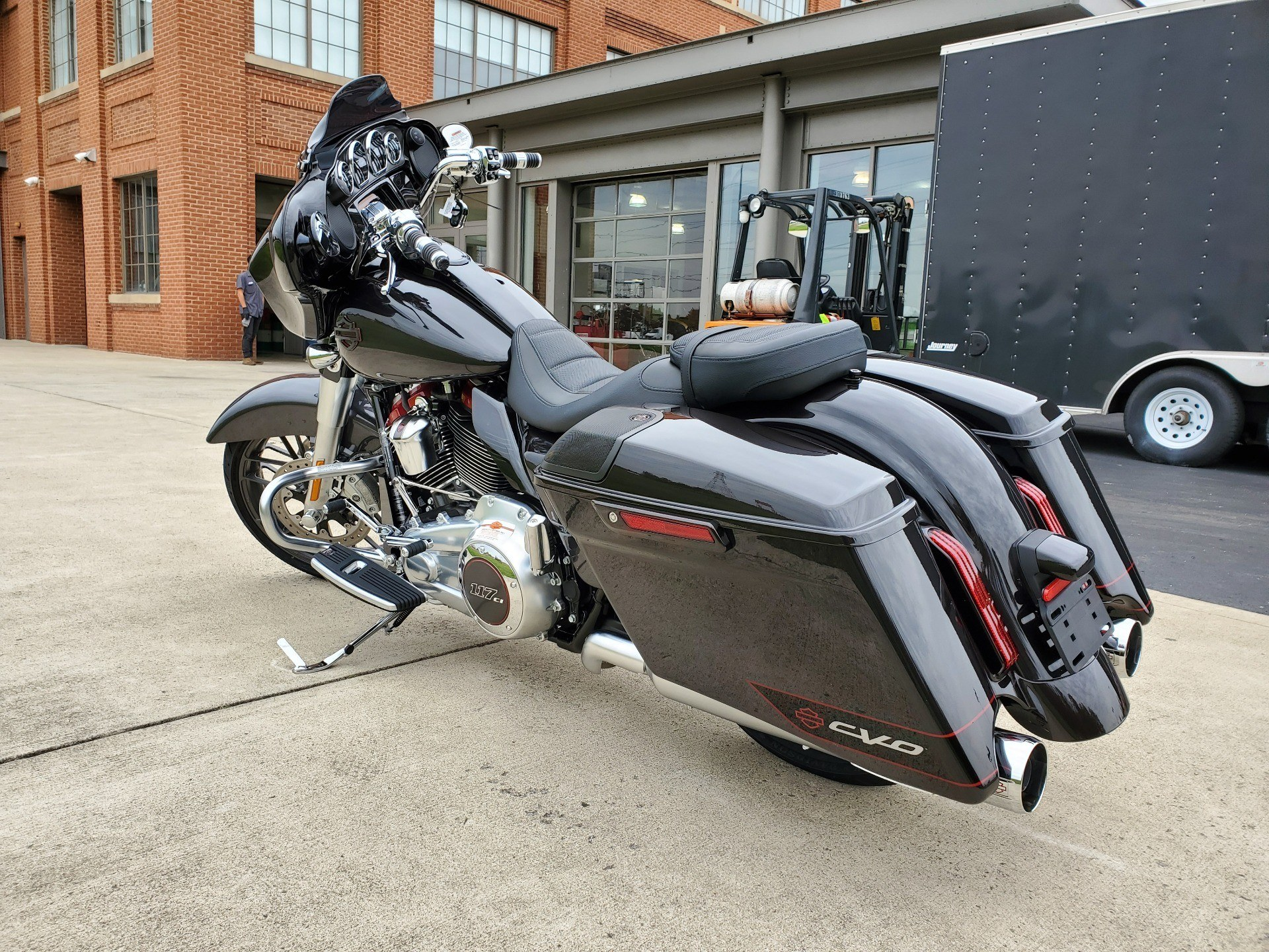 2020 Harley-Davidson CVO™ Street Glide® in Sunbury, Ohio - Photo 3