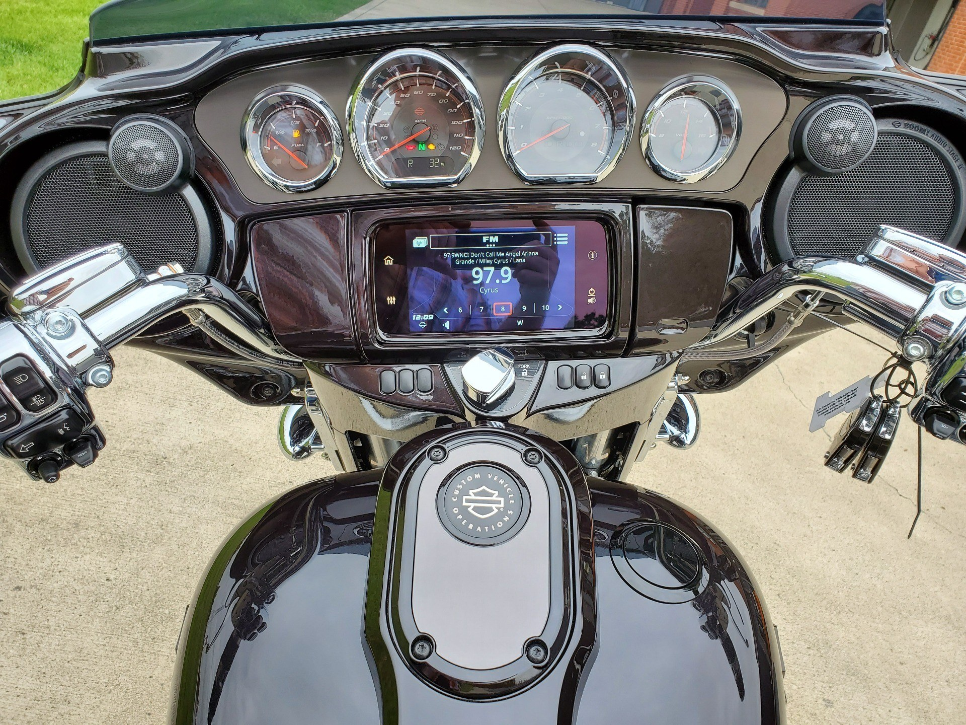 2020 Harley-Davidson CVO™ Street Glide® in Sunbury, Ohio - Photo 4