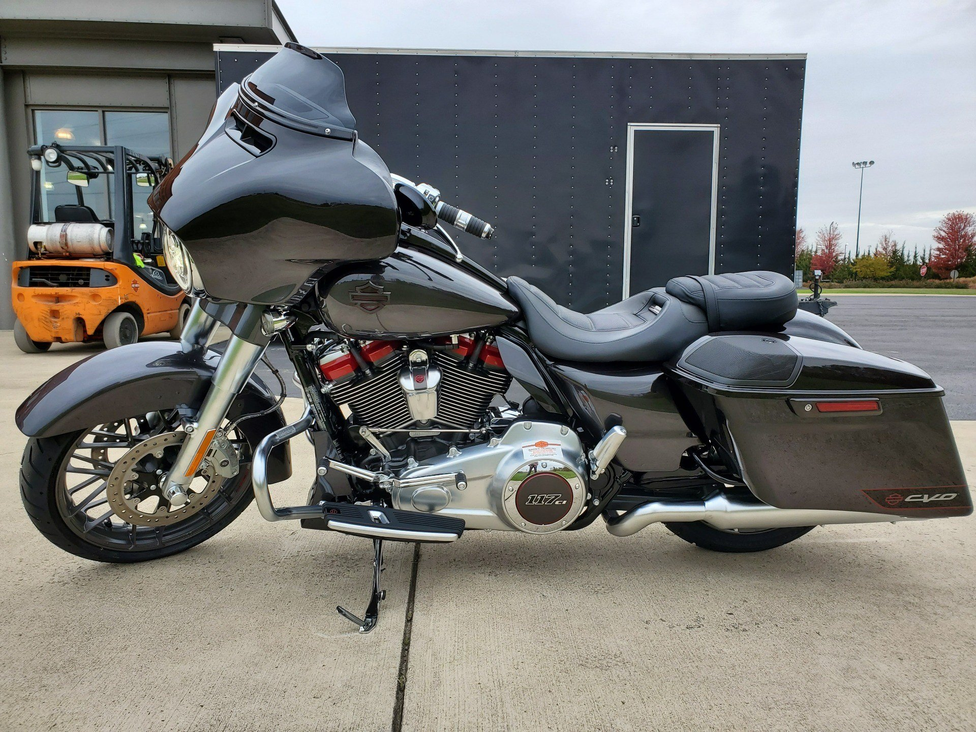 2020 Harley-Davidson CVO™ Street Glide® in Sunbury, Ohio - Photo 12
