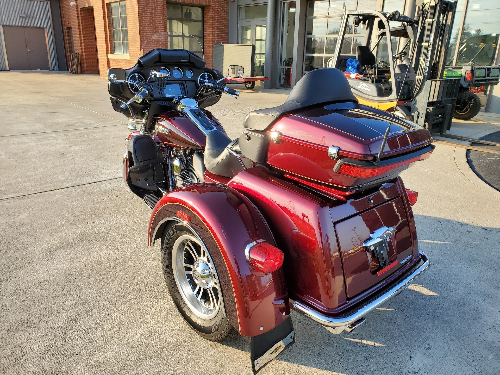 2015 Harley-Davidson Tri Glide® Ultra in Sunbury, Ohio - Photo 2
