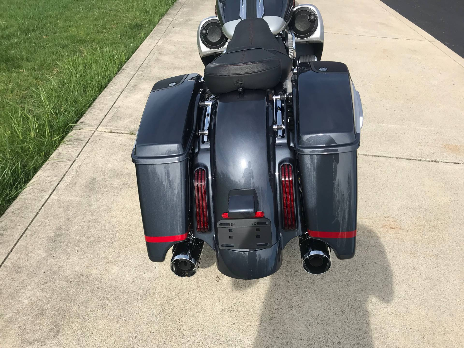 2019 Harley-Davidson CVO™ Street Glide® in Sunbury, Ohio - Photo 8