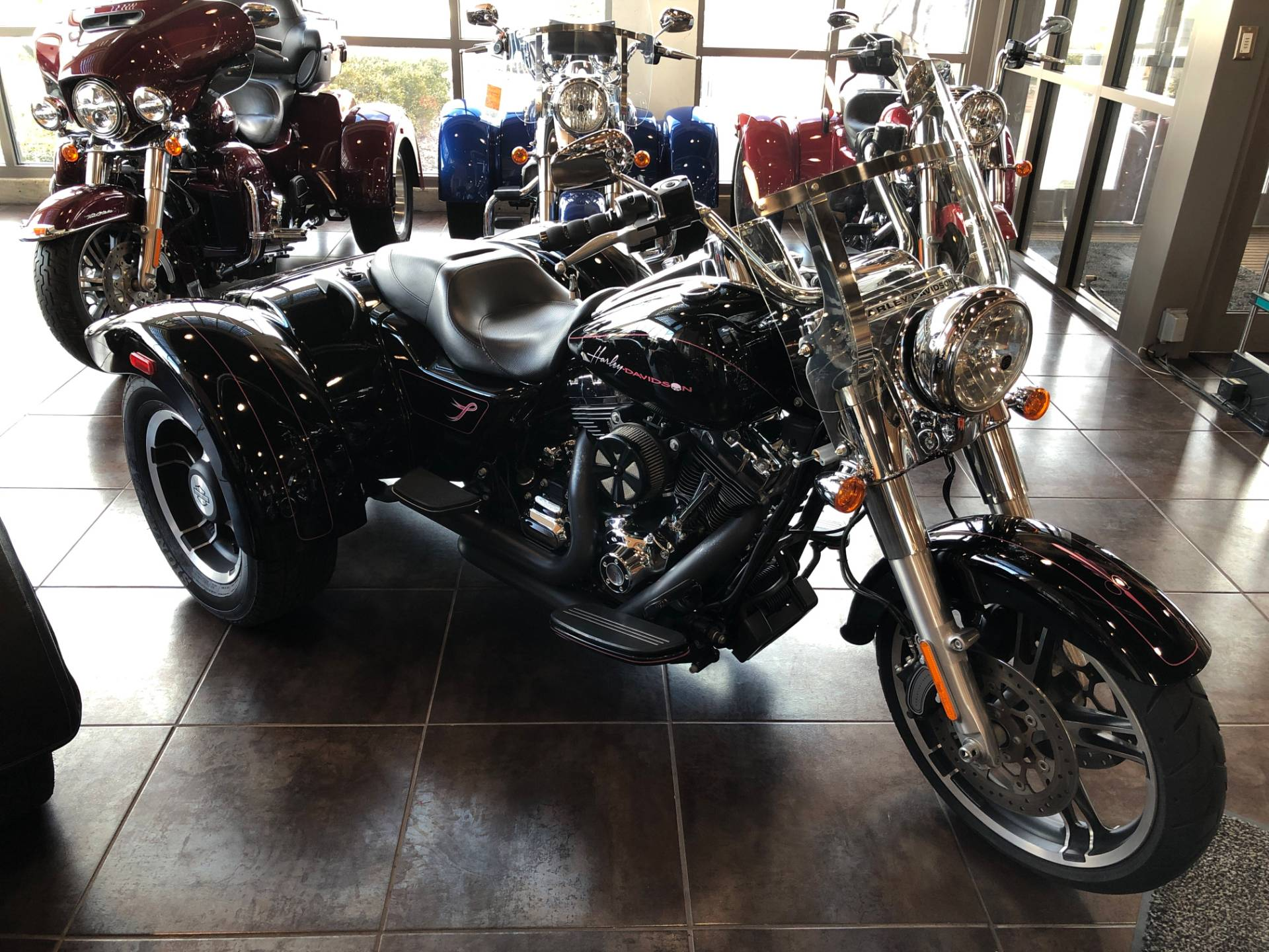 2016 Harley-Davidson Freewheeler in Sunbury, Ohio - Photo 2