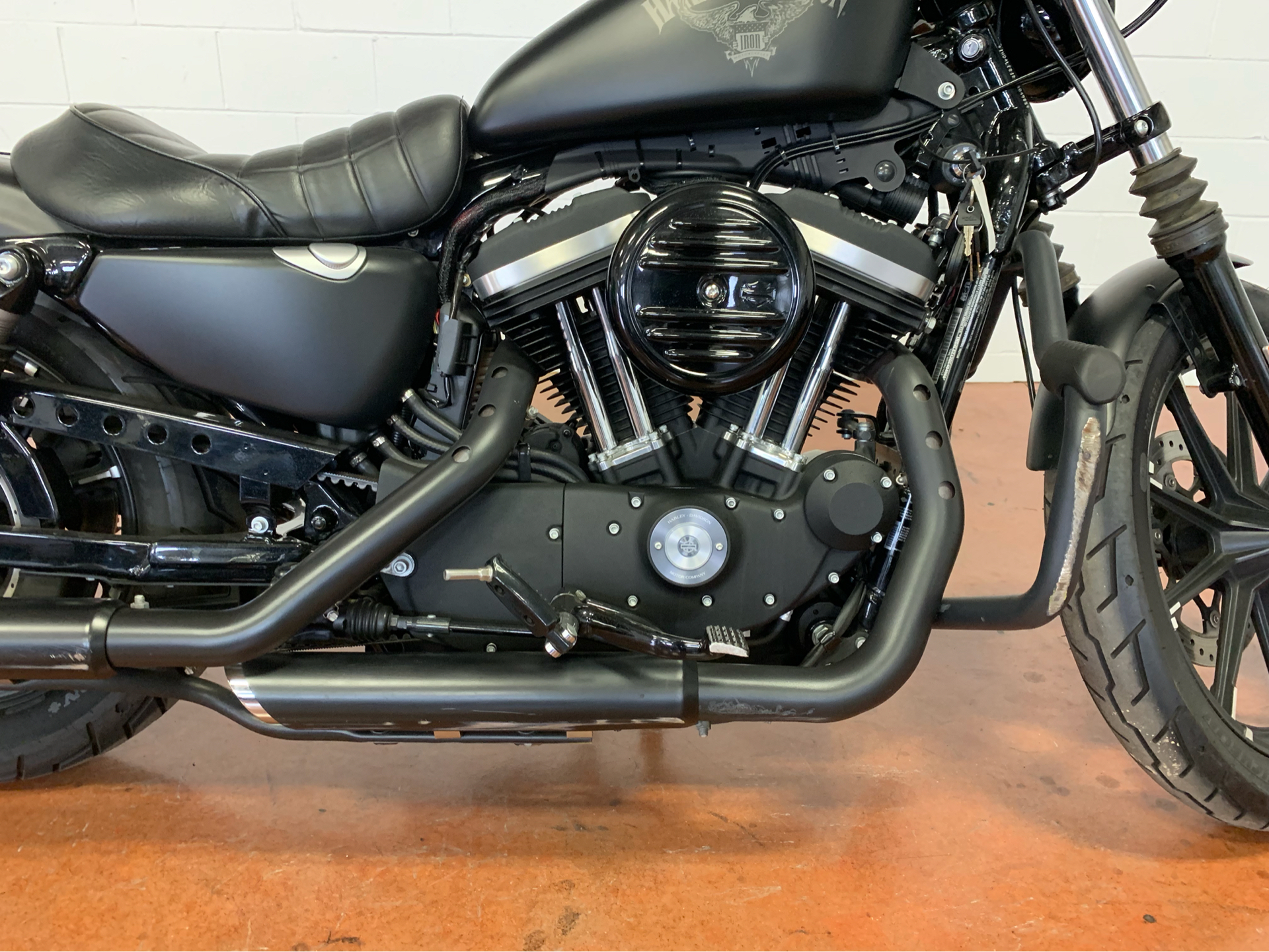 2016 Harley-Davidson Iron 883™ in Sunbury, Ohio - Photo 6