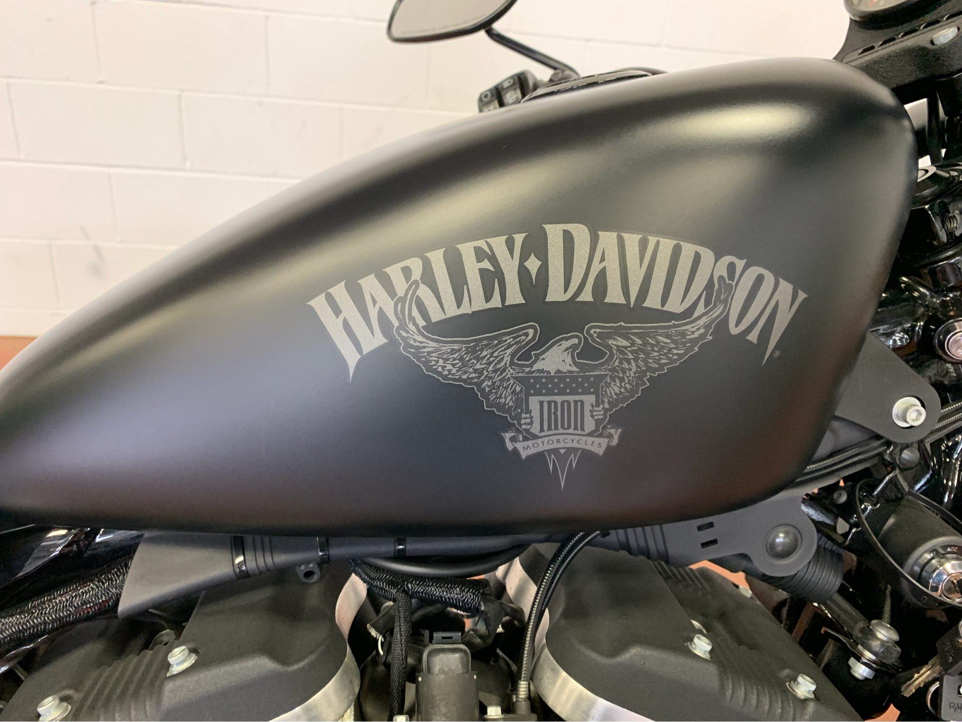 2016 Harley-Davidson Iron 883™ in Sunbury, Ohio - Photo 2