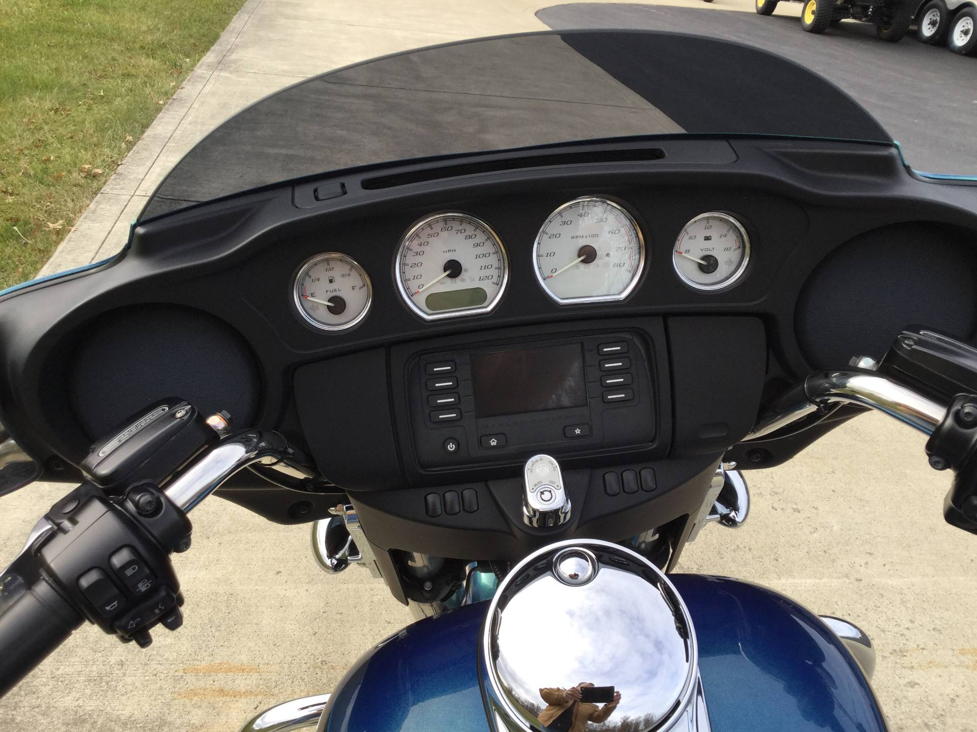 2014 Harley-Davidson Street Glide in Sunbury, Ohio - Photo 8
