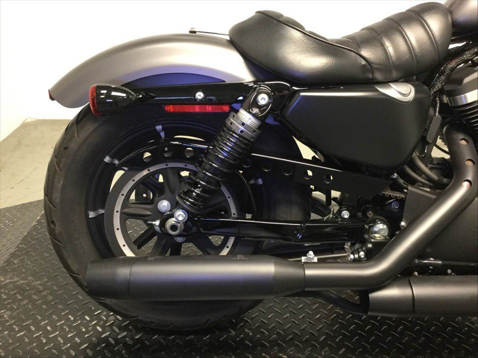 2017 Harley-Davidson Iron 883™ in Sunbury, Ohio - Photo 4