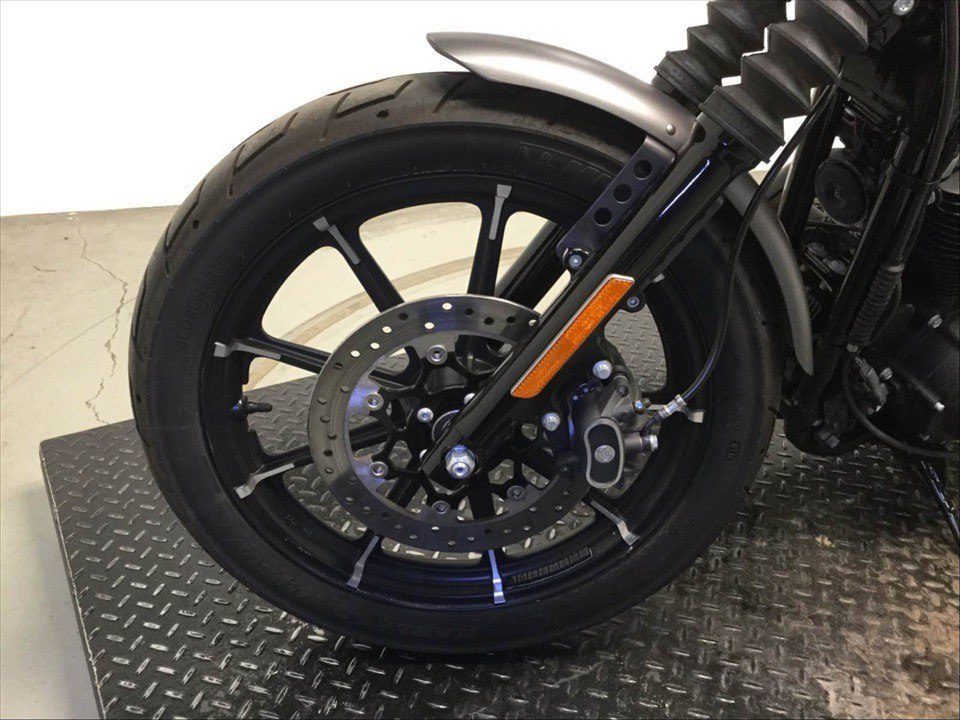 2017 Harley-Davidson Iron 883™ in Sunbury, Ohio - Photo 11
