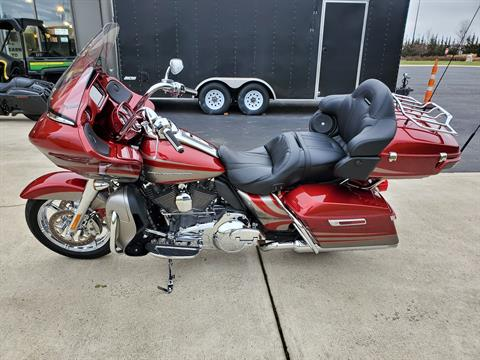 2016 Harley-Davidson CVO™ Road Glide™ Ultra in Sunbury, Ohio - Photo 8