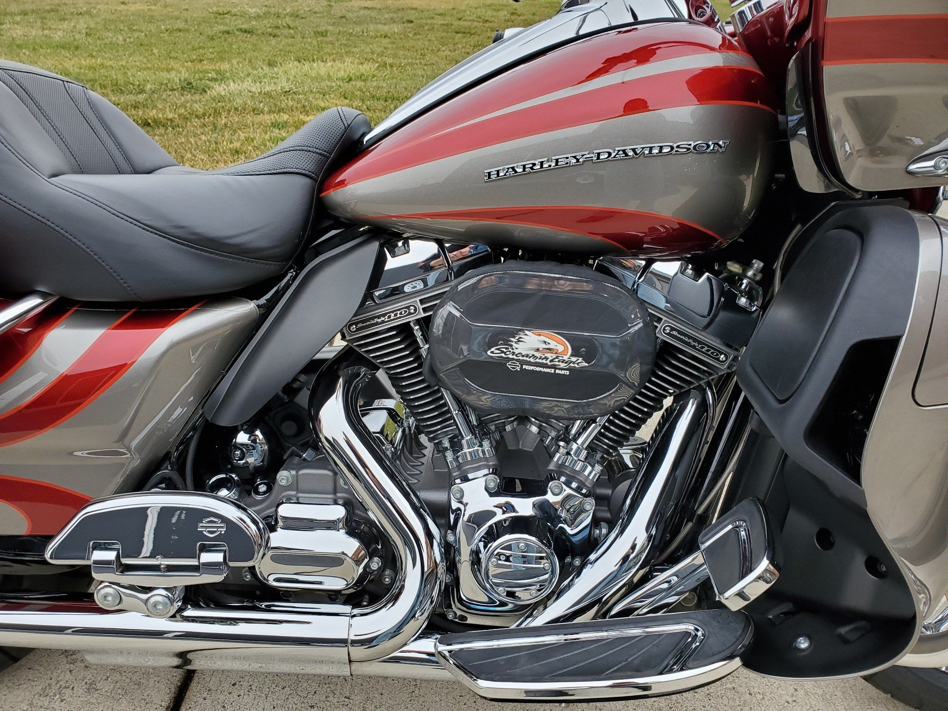 2016 Harley-Davidson CVO™ Road Glide™ Ultra in Sunbury, Ohio - Photo 11