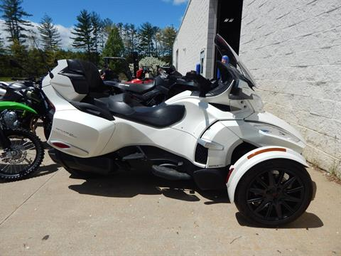 2017 Can-Am Spyder RT SE6 in Concord, New Hampshire - Photo 2