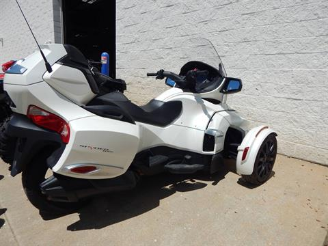 2017 Can-Am Spyder RT SE6 in Concord, New Hampshire - Photo 3