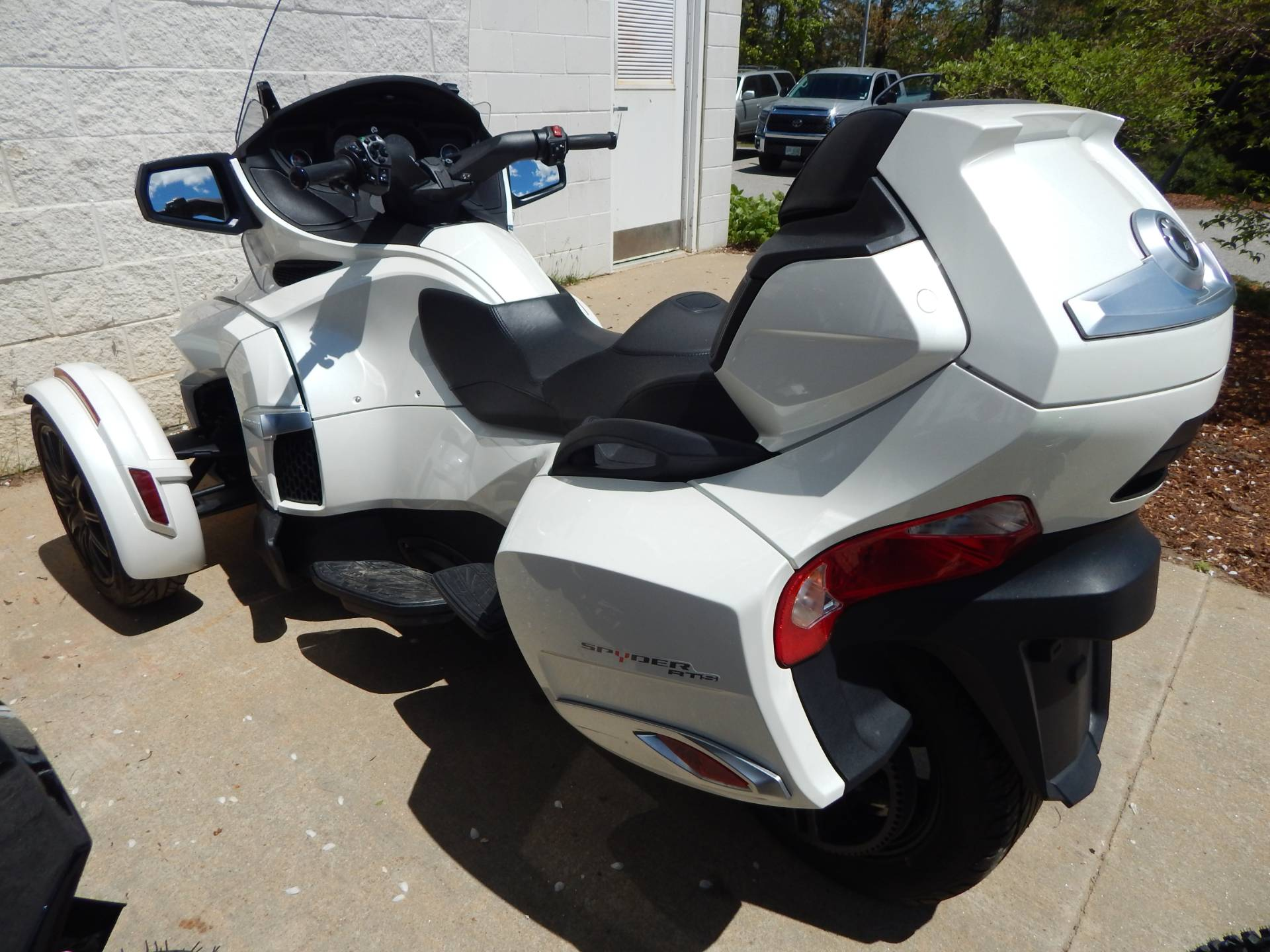 2017 Can-Am Spyder RT SE6 in Concord, New Hampshire - Photo 4