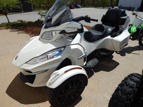 2017 Can-Am Spyder RT SE6 in Concord, New Hampshire - Photo 6