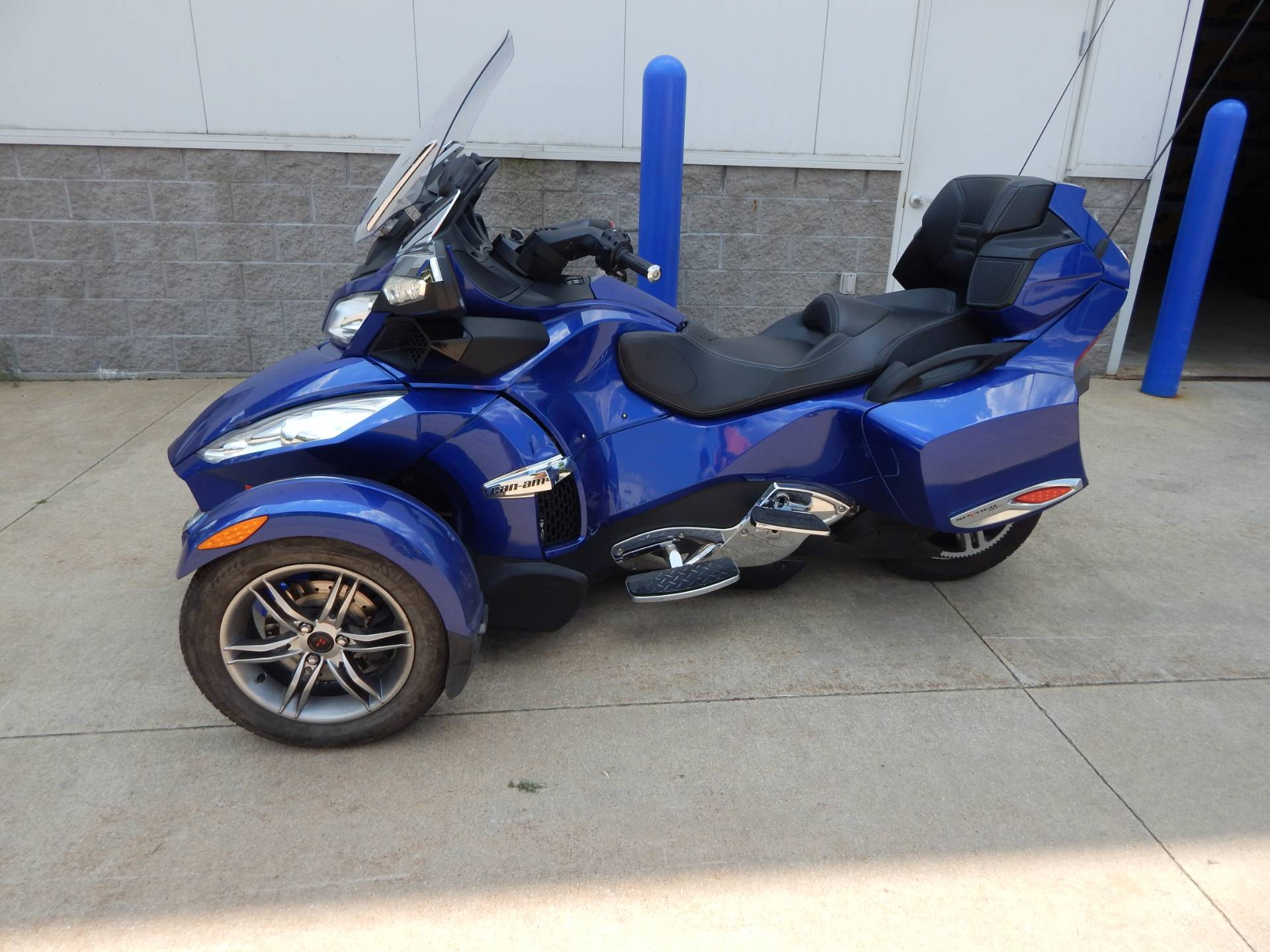 2012 Can-Am Spyder® RT-S SE5 in Concord, New Hampshire - Photo 2
