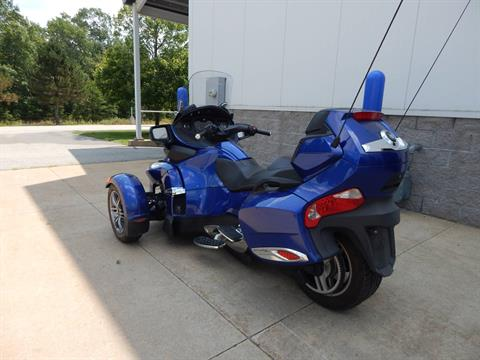 2012 Can-Am Spyder® RT-S SE5 in Concord, New Hampshire - Photo 3