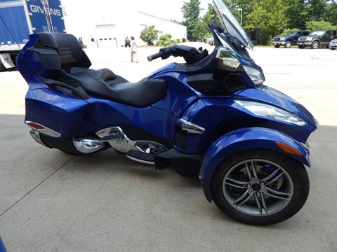 2012 Can-Am Spyder® RT-S SE5 in Concord, New Hampshire - Photo 6