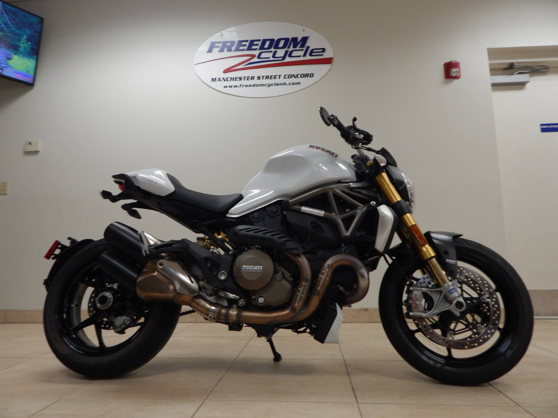 2015 Ducati Monster 1200 S in Concord, New Hampshire - Photo 6