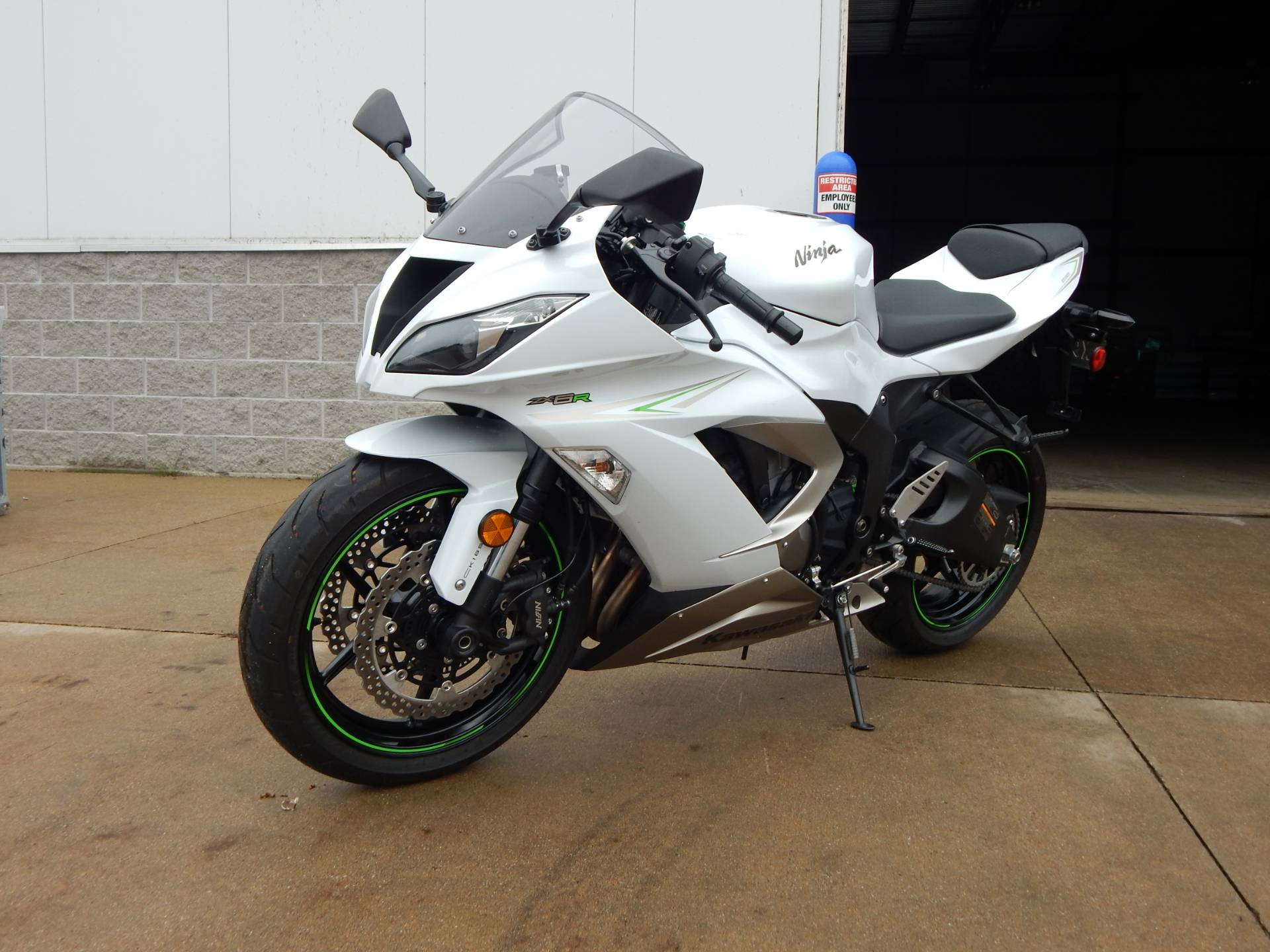 2017 Kawasaki Ninja ZX-6R in Concord, New Hampshire - Photo 4