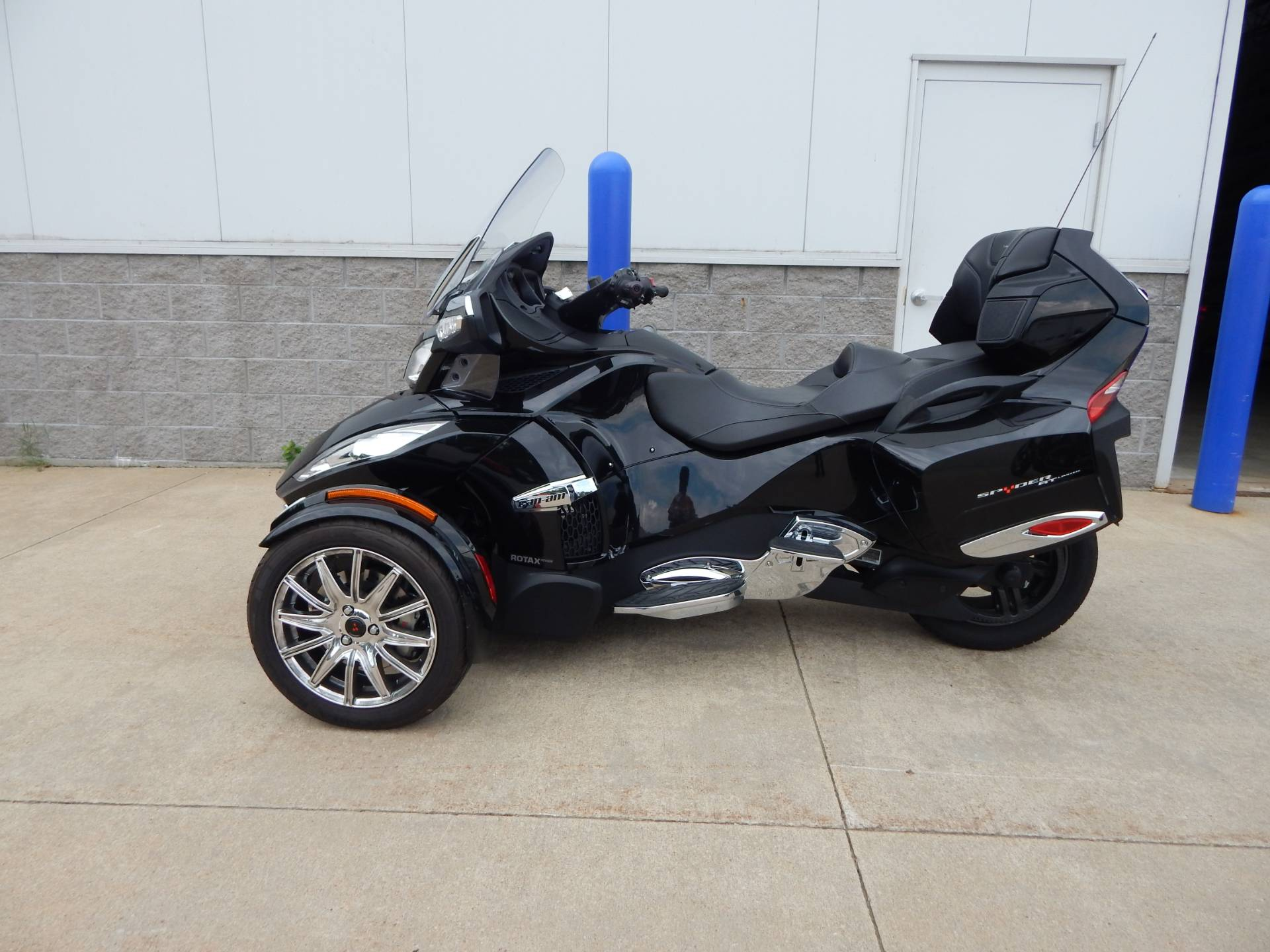 2015 Can-Am Spyder® RT Limited in Concord, New Hampshire - Photo 2