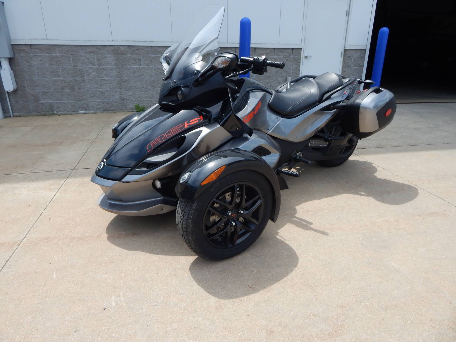 2011 Can-Am Spyder® RS SE5 in Concord, New Hampshire - Photo 1