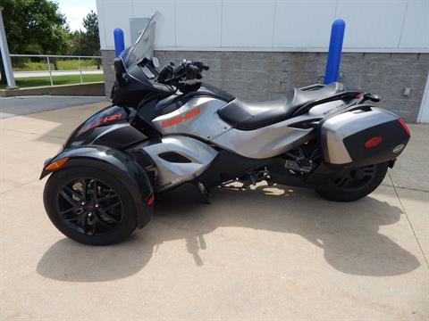 2011 Can-Am Spyder® RS SE5 in Concord, New Hampshire - Photo 2